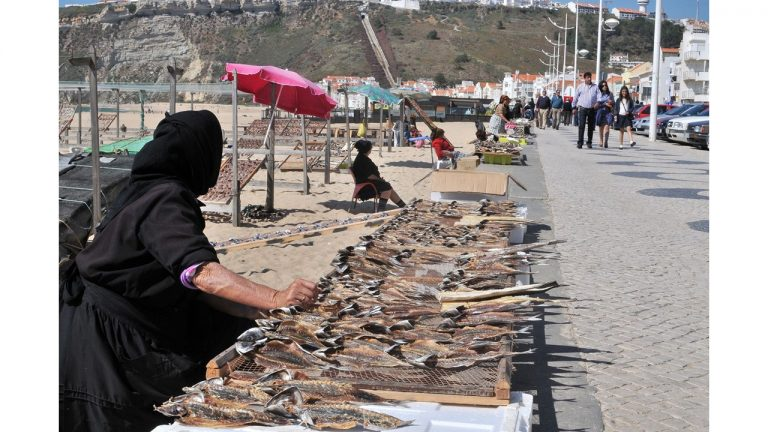 DRYING THE FISH