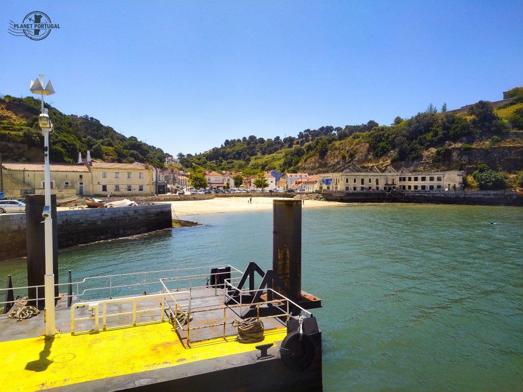 CROSSING THE TAGUS RIVER BY FERRY